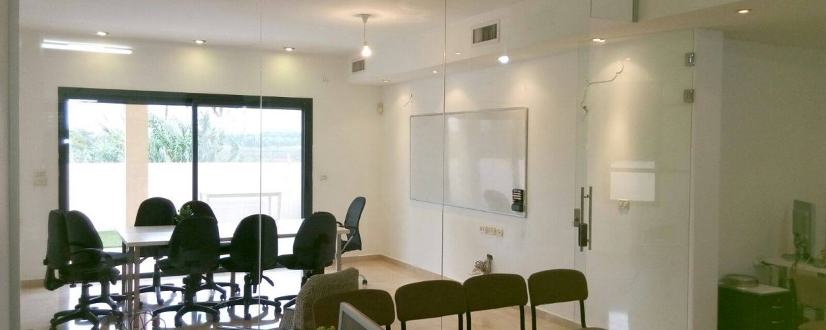 זכוכית חכמה למשרד ולבית, מחיצות זכוכית