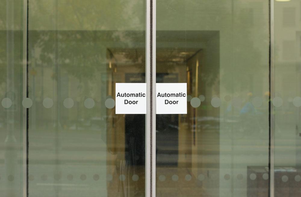 דלתות אוטומטיות מזכוכית